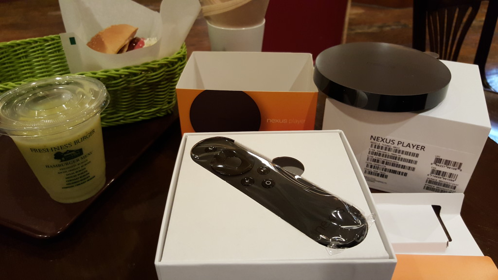Asus Nexus Player box opened in Freshness Burger Shin Yokohama with Spam burger