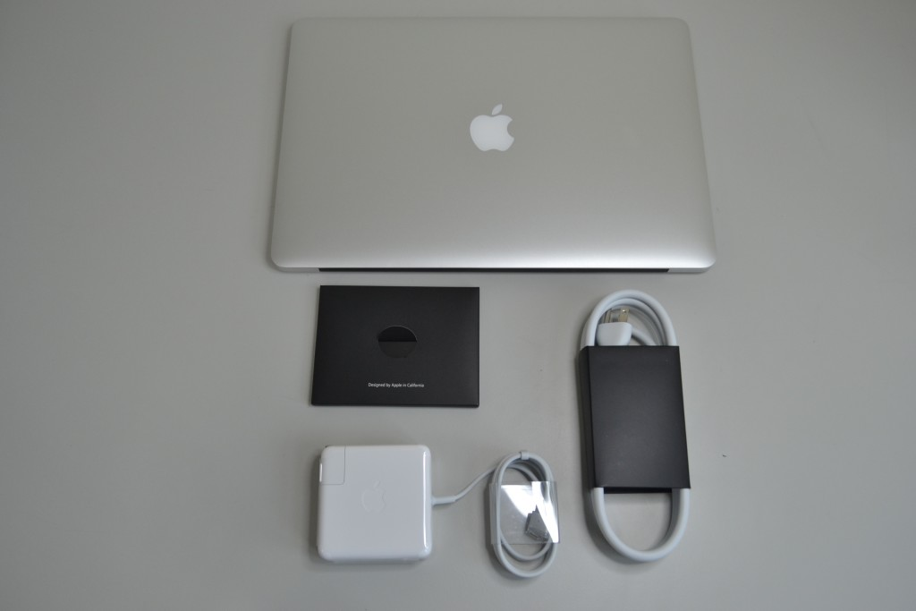 MacBook Pro FR Unboxing contents