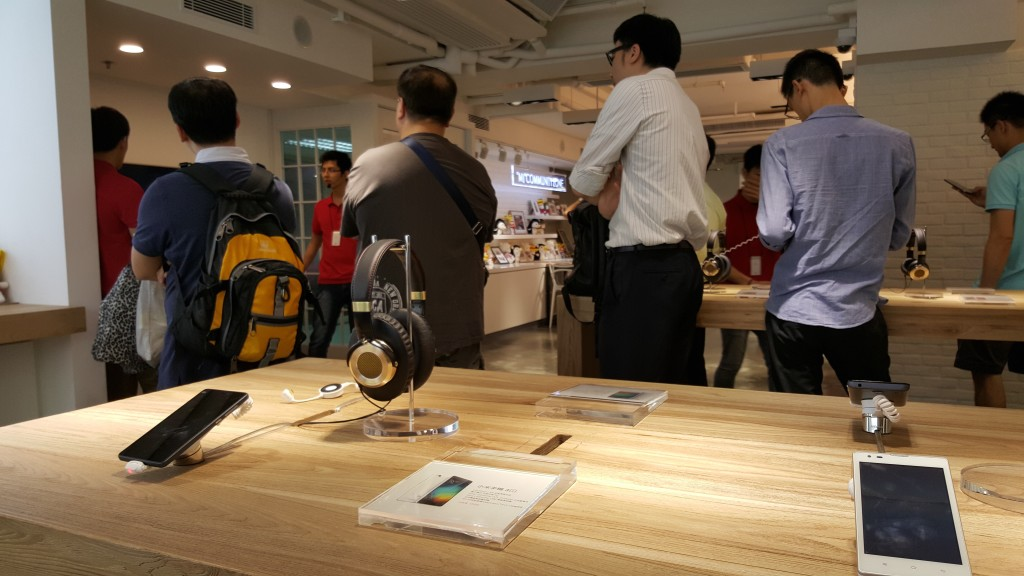 Xiaomi Hong Kong many people seeing product demo