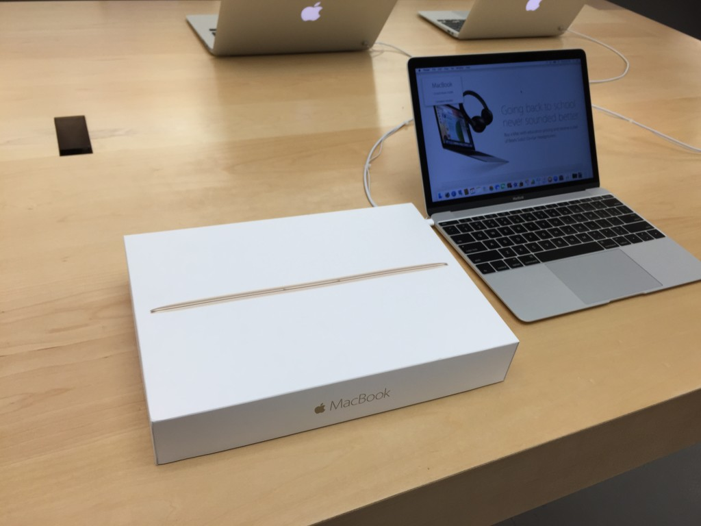 Apple MacBook Type C at Apple Store Westfield Valley Fair Mail Santa Clara California unboxing-0