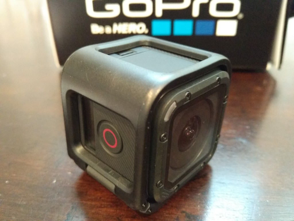 GoPro 4 Session Unboxing-37