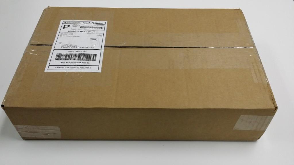 hengedock_unboxing_UPS_box