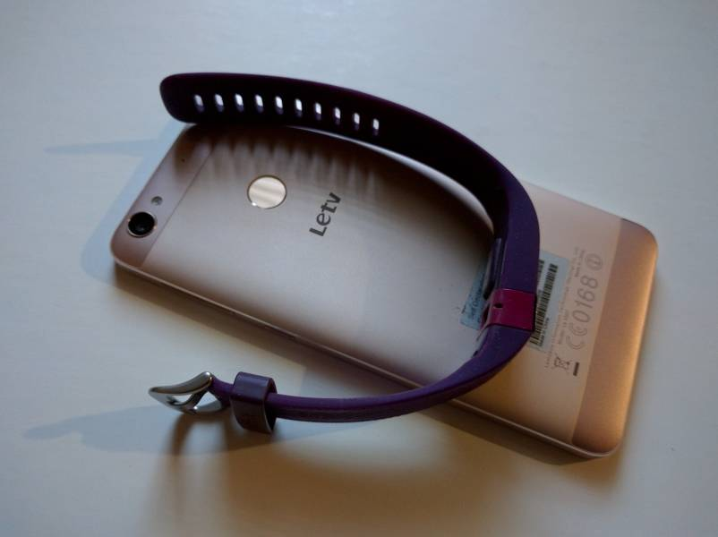 Charge Hr Charge By Fitbit And Le 1s By Leeco