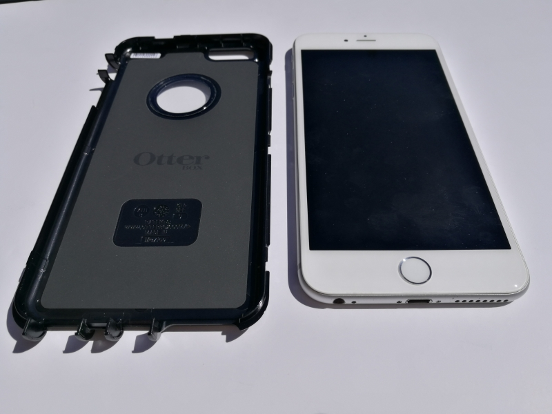 how to get otterbox defender case open