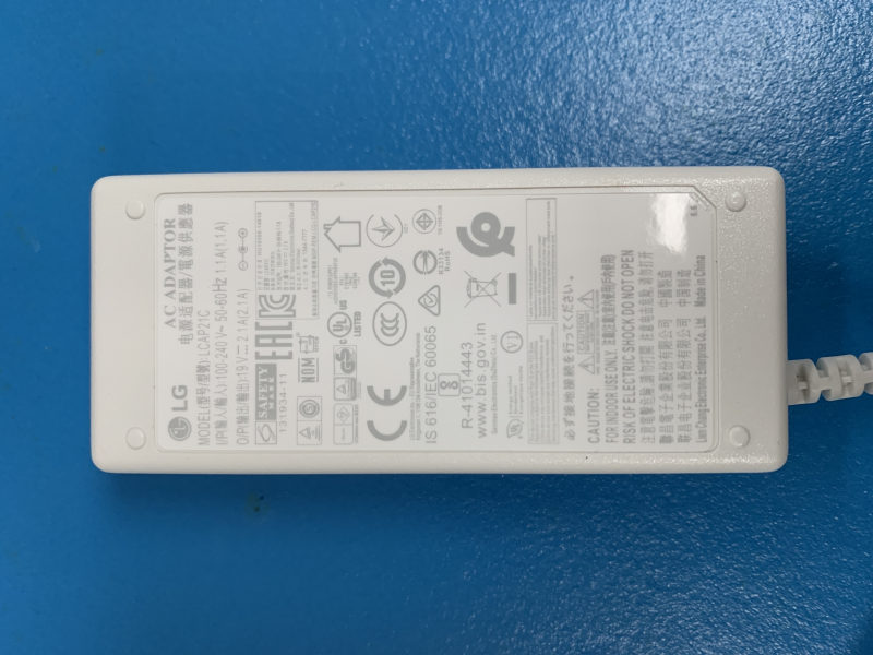 27-inchClass 4K UHD IPS LED HDR 27UL550-W Monitor